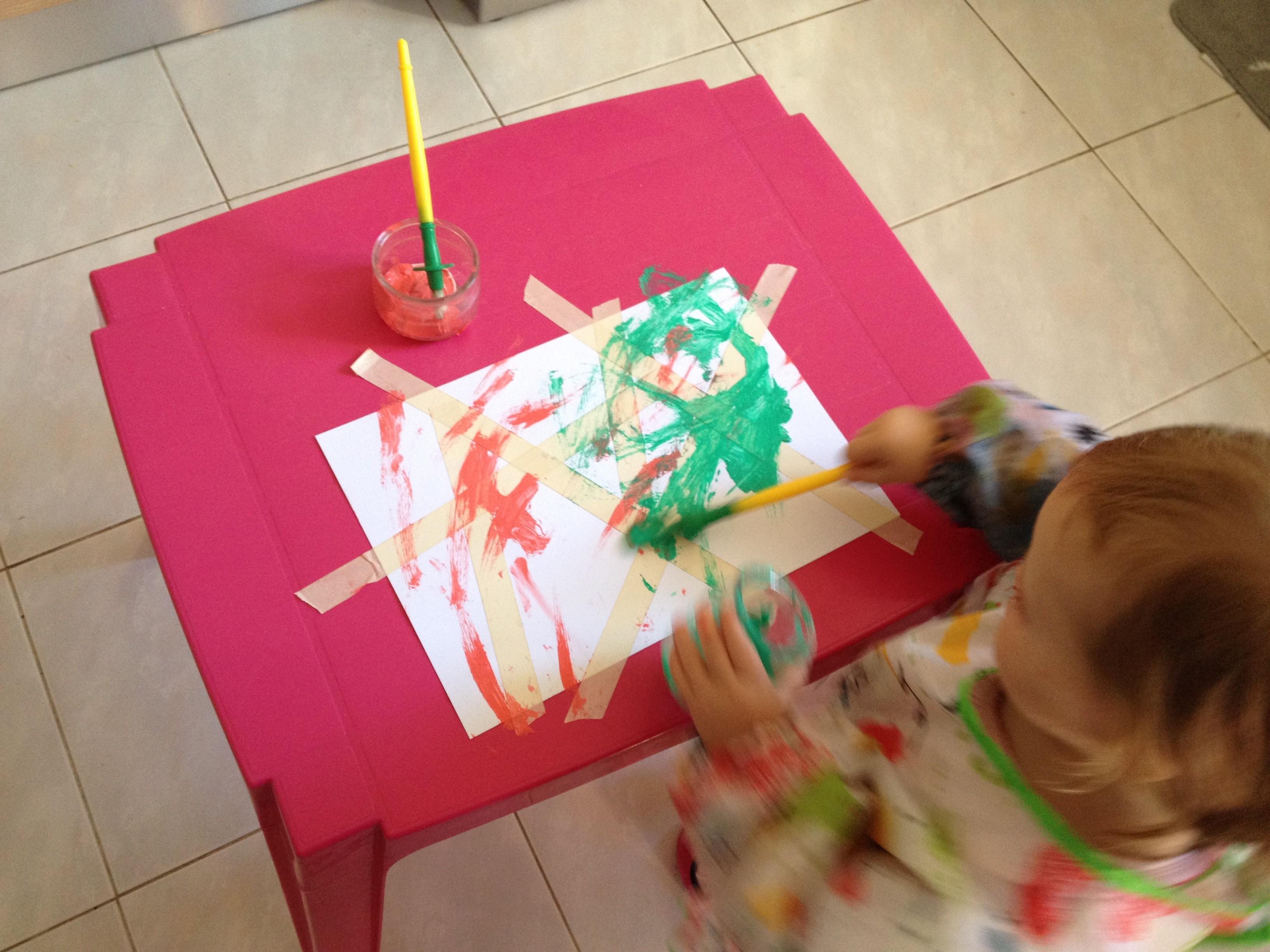 somummy-atelier-peinture-scotch-oeuvre-d'art-activite-enfant-bebe-blog-maman-2